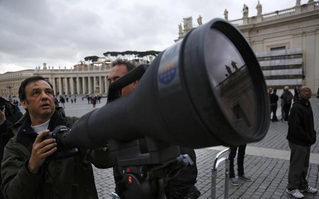 AI Zoom-Nikkor 1200-1700mm f5.6-8P IF-ED lens 1