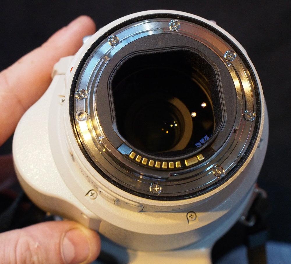 canon ef 200 400mm f 4l is usm hands on pictures camera. Black Bedroom Furniture Sets. Home Design Ideas