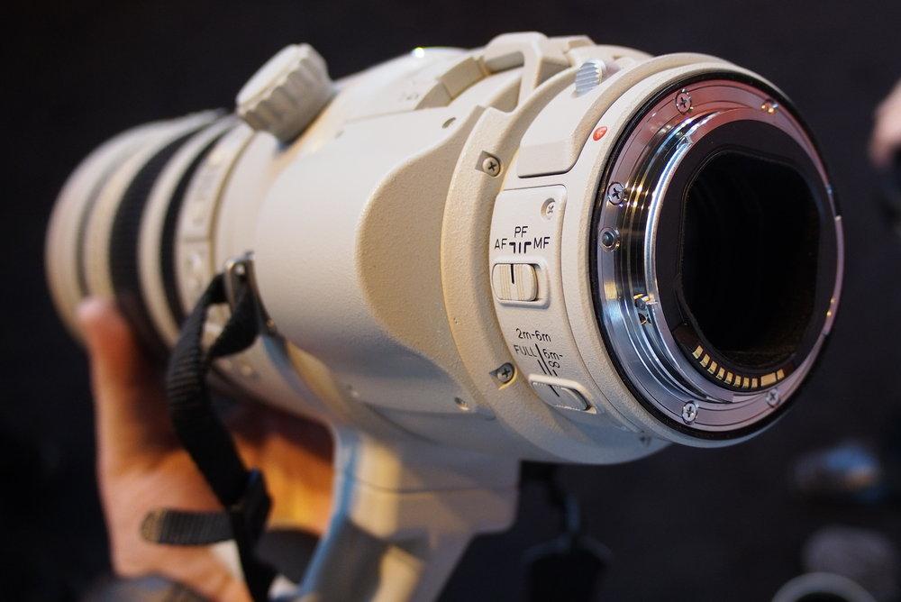 canon ef 200 400mm f 4l is usm hands on pictures camera news at cameraegg. Black Bedroom Furniture Sets. Home Design Ideas