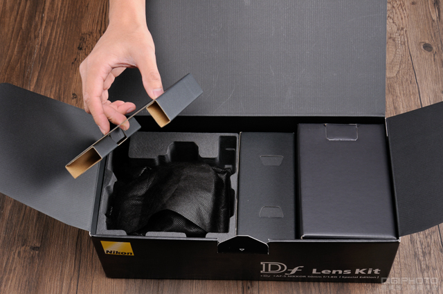 Nikon Df unbox 2