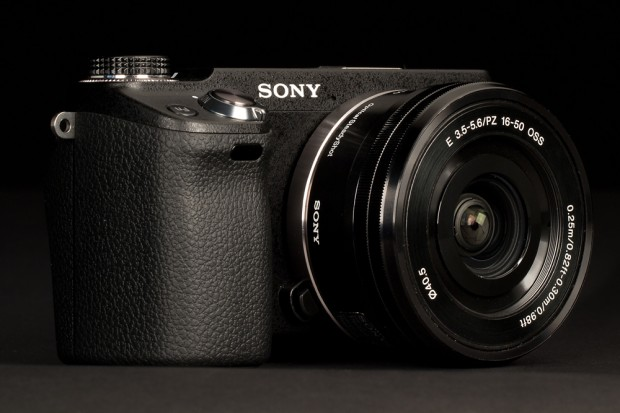 Sony-NEX-6-Review-front-angle