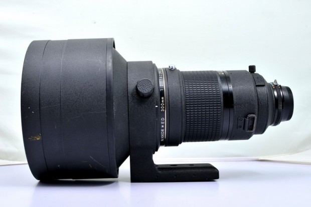 Nikon AI-S Nikkor 300mm f 2 ED IF lens