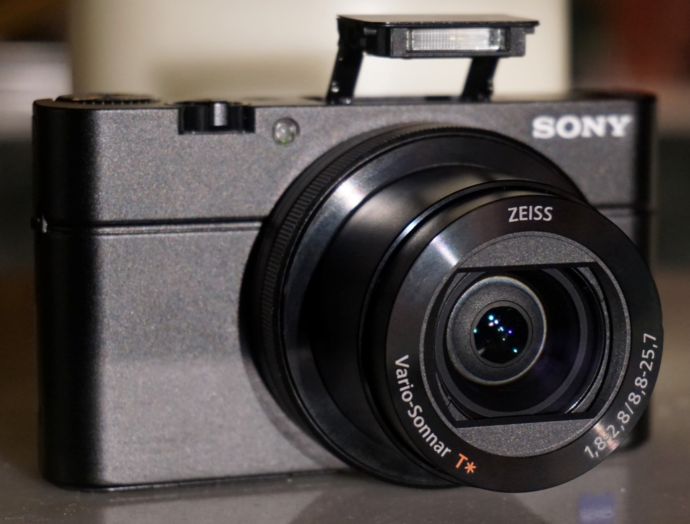 sony cyber shot dsc rx100 iii camera news at cameraegg. Black Bedroom Furniture Sets. Home Design Ideas