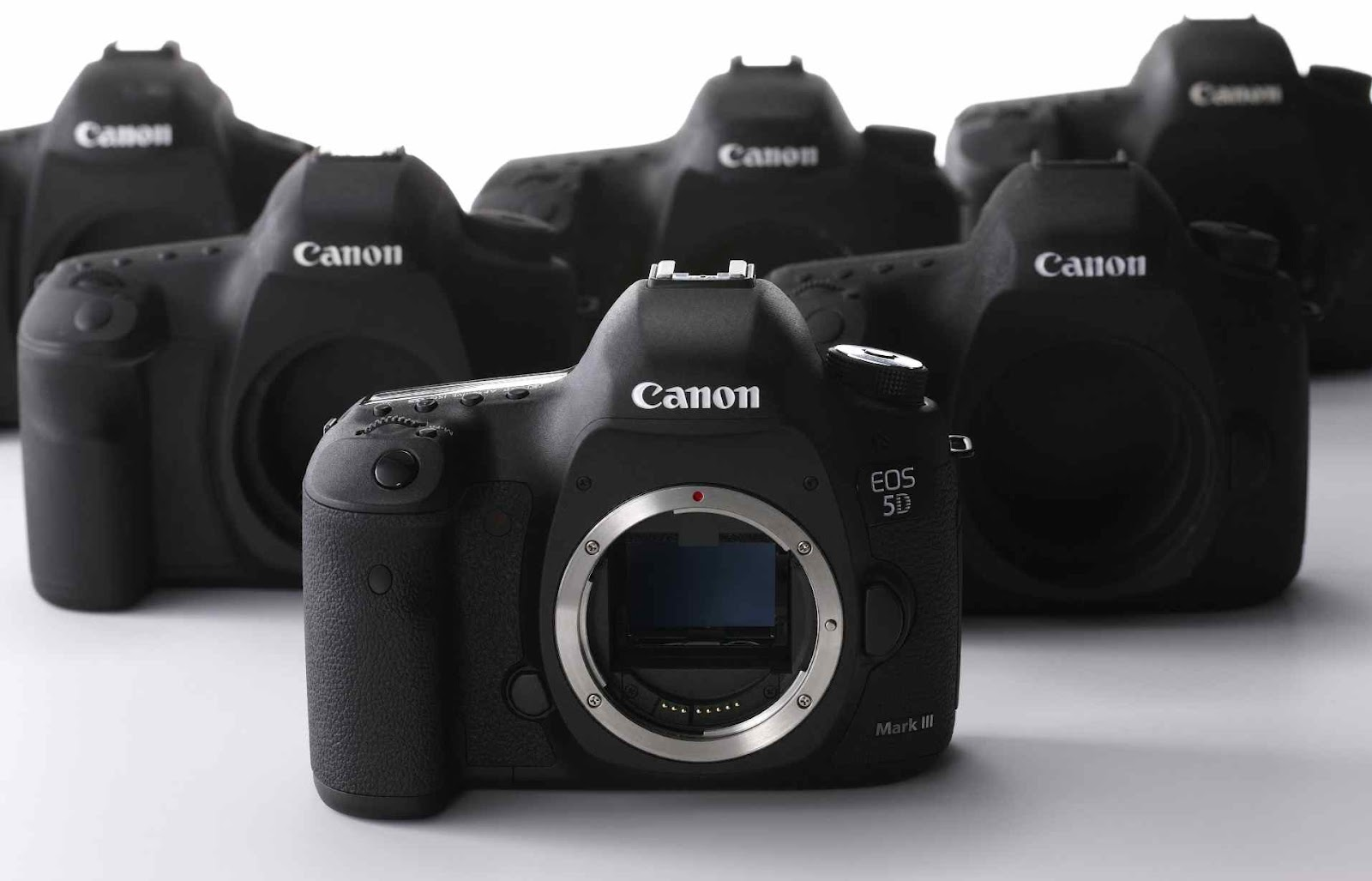 canon eos 5d mark iv camera news at cameraegg. Black Bedroom Furniture Sets. Home Design Ideas