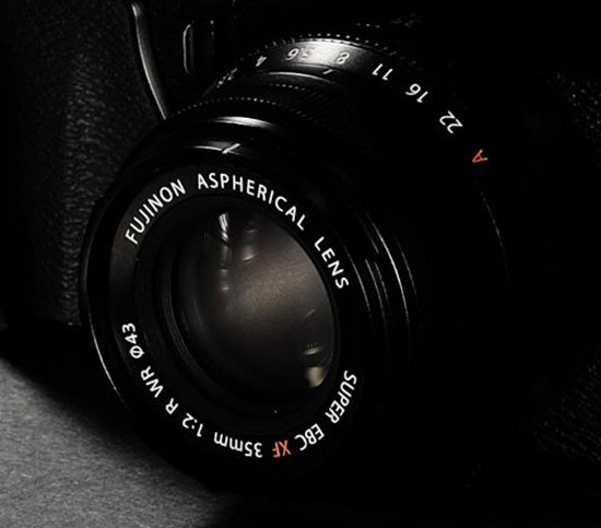 Fuji-Fujinon-XF-35mm-f2-R-WR-ASPH-lens-550x483